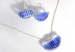 Conjunto de Colgante y Pendientes en color azul