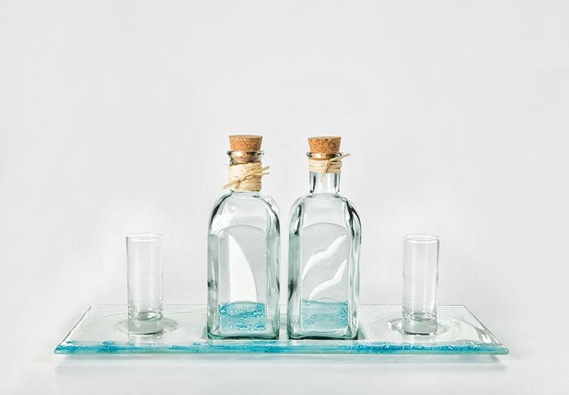 Bandeja con 2 botellas licor + chupitos
